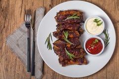 Costole di carne di maiale arrostite in salsa barbecue Fotografia Stock