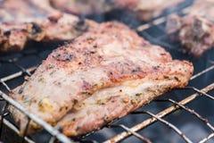 Costole di carne di maiale arrostite sul barbecue Fotografia Stock Libera da Diritti