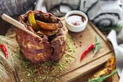 Costole di carne di maiale con la patata Immagini Stock Libere da Diritti
