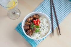 Costole di carne di maiale del pepe dell'aglio con stile dell'asiatico del riso Fotografia Stock Libera da Diritti