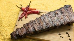 Costole di carne di maiale deliziose con peperone Immagini Stock Libere da Diritti