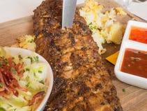 Costole di carne di maiale sul piatto Fotografia Stock Libera da Diritti