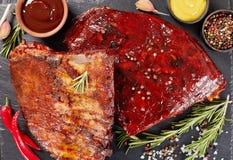 Costole di maiale affumicate casalinghe della carne di maiale del barbecue fotografia stock
