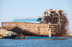 Costruendo una nave nel porto di Danzica Fotografia Stock