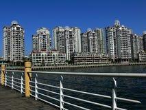 Costruendo vicino al porto Immagine Stock