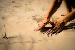 Costruiamo un castello della sabbia fotografia stock