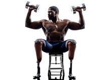 Costruttori di corpo handicappati che costruiscono l'uomo dei pesi con il prosthe delle gambe Fotografie Stock
