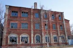 Costruzione abbandonata della fabbrica nella città provinciale di Zarajsk, regione di Mosca Fotografia Stock