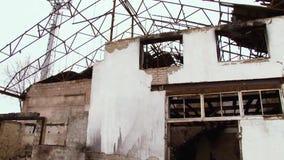 Costruzione abbandonata dopo il fuoco stock footage