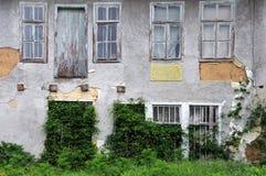 Costruzione abbandonata Grungy in Bulgaria Fotografie Stock Libere da Diritti