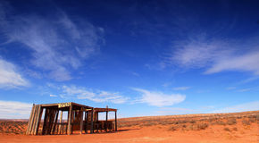 Costruzione abbandonata nel deserto Fotografia Stock