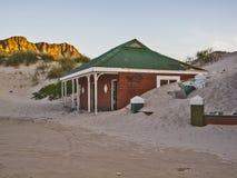 Costruzione abbandonata nella baia di Hout, Cape Town, Sudafrica Immagine Stock