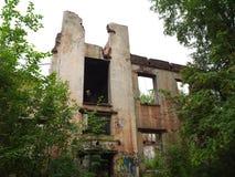 Costruzione abbandonata senza tetto e finestre Fotografia Stock Libera da Diritti