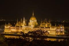 Costruzione alla notte, Budapest Ungheria, alta vista del Parlamento Immagine Stock