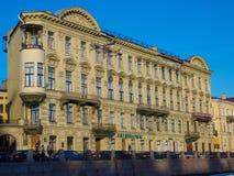 Costruzione antica in San Pietroburgo, Russia del salone Fotografia Stock