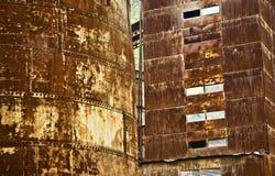 Costruzione arrugginita industriale del metallo Fotografia Stock Libera da Diritti