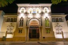 Costruzione banco di stile di moresco del de Portogallo Faro alla notte fotografia stock libera da diritti