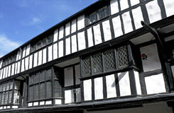 Costruzione in bianco e nero di tudor, Shrewsbury fotografie stock libere da diritti