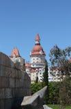 Costruzione castello tipa moderna sopra il cielo blu Fotografie Stock Libere da Diritti