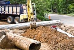 costruzione che installa i nuovi tubi Immagini Stock
