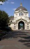 Costruzione classica del centro del giardino zoologico del Bronx Fotografia Stock Libera da Diritti