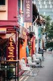 Costruzione coloniale Colourful a Haji Lane, fascino del Kampong - Singapo immagini stock