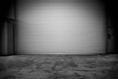 Costruzione con la porta dell'otturatore del rullo Immagini Stock