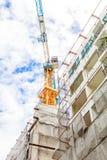 Costruzione con lo spazio dell'appartamento della costruzione Fotografie Stock Libere da Diritti