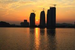 Costruzione in costruzione sul lato del lago dell'Unione Sovietica Immagini Stock Libere da Diritti