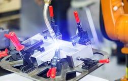 Costruzione d'acciaio della saldatura automatica industriale del robot dal programma di CNC Immagine Stock Libera da Diritti