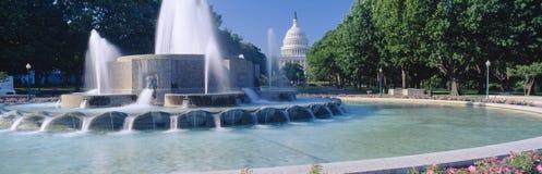 Costruzione degli Stati Uniti e della fontana Campidoglio Fotografia Stock