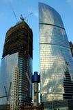 Costruzione dei grattacieli del centro internazionale di affari immagini stock