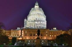 Costruzione del Campidoglio alla costruzione di notte - Washington, D C Fotografie Stock Libere da Diritti