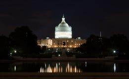 Costruzione del Campidoglio degli Stati Uniti alla notte Fotografie Stock Libere da Diritti
