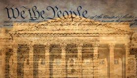 Costruzione del Campidoglio degli Stati Uniti con la dichiarazione famosa fotografie stock