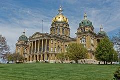 Costruzione del Campidoglio dello stato dello Iowa inclinata Fotografie Stock