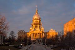 Costruzione del Campidoglio dello stato di Illinois all'alba a Springfield Illinois fotografia stock libera da diritti