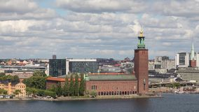 Costruzione del comune a Stoccolma, Svezia stock footage