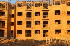Costruzione del legno del complesso condominiale dell'inquadratura Immagine Stock Libera da Diritti