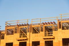 Costruzione del legno del complesso condominiale dell'inquadratura Fotografia Stock