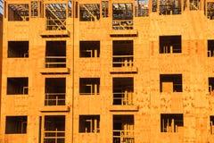 Costruzione del legno del complesso condominiale dell'inquadratura Fotografia Stock Libera da Diritti