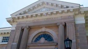 Costruzione del marmo di Connecticut della biblioteca pubblica di Norwalk, tatto del greco antico immagini stock libere da diritti