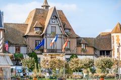 Costruzione del municipio a Deauville, Francia immagini stock libere da diritti