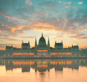 Costruzione del Parlamento a Budapest, Ungheria, all'alba Immagine Stock