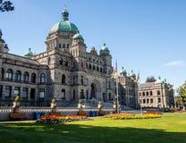 Costruzione del Parlamento della Columbia Britannica in piena fioritura Immagine Stock