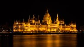 Costruzione del Parlamento di Budapest nella notte fotografia stock