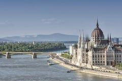 Costruzione del Parlamento ed il Danubio ungheresi, Budapest, Ungheria fotografie stock