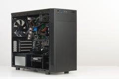 Costruzione del PC, scheda madre di ATX inserita al computer nero Midi Fotografie Stock Libere da Diritti