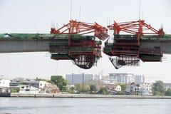 Costruzione del ponte sopra il fiume Chao Phraya Bangkok Thailand immagini stock