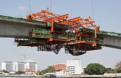 Costruzione del ponte sopra il fiume Chao Phraya Bangkok Thailand immagine stock libera da diritti